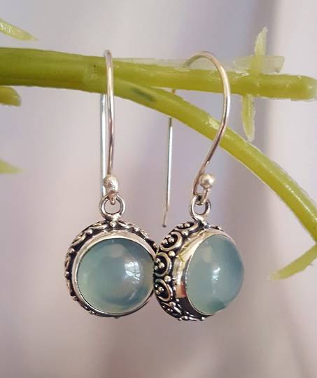 Silver chalcedony earrings with filigree frame