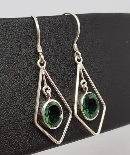 Open kite shape silver earrings with green quartz