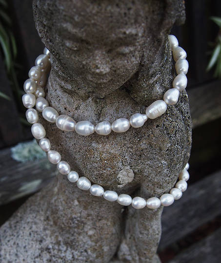 White fresh water pearl strand necklace