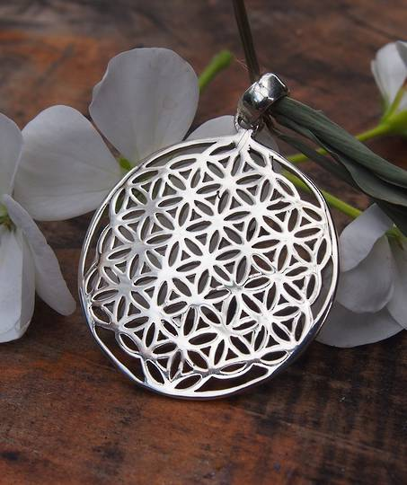 Sterling silver cutout round pendant