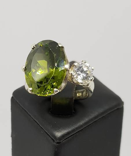 Exquisite, claw set silver ring with green and clear stones
