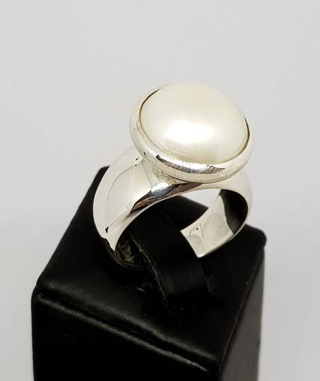Chunky silver white pearl ring