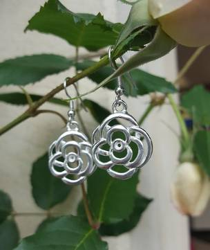Made in New Zealand, silver flower earrings