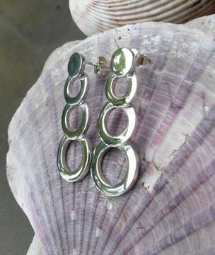 Silver earrings of small to large circles