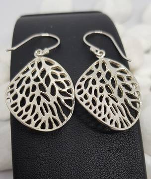 Fun leaf earrings with infinite holes
