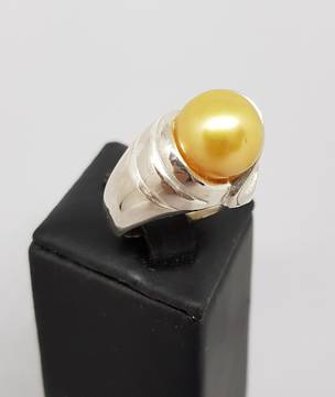 Made in NZ, golden pearl ring