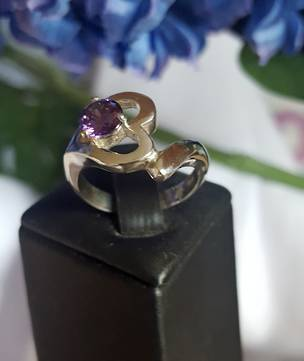 Sterling silver heart ring with amethyst