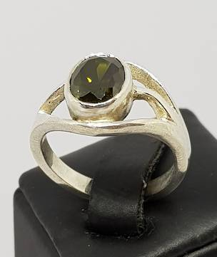 Sterling silver synthetic perdiot ring made in NZ