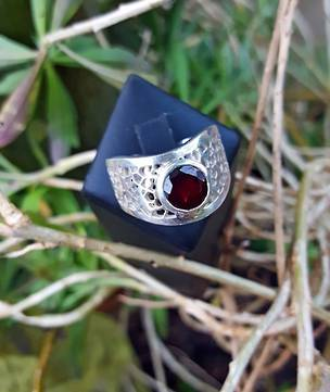 Silver lace ring with glowing garnet gemstone