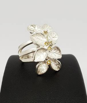 Sterling silver flower ring with tiny gemstones