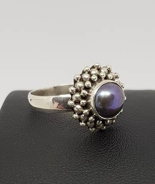Sterling silver dark grey pearl ring with detailed frame