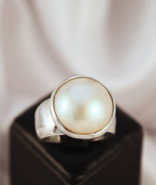 Chunky silver pearl ring