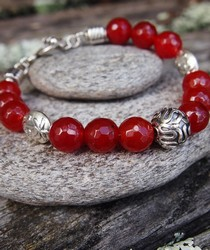 B115 carnelian bead bangle with silver clasp
