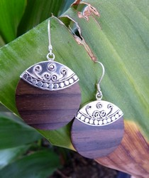 EP526 polished wood earrings