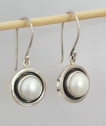 pearl earrings SilverStone