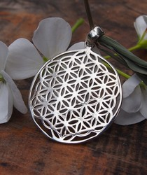 PP384 round silver cutout pendant