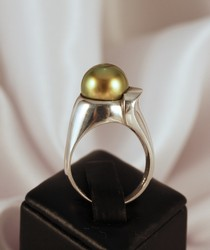 black tahitian pearl ring made in NZ