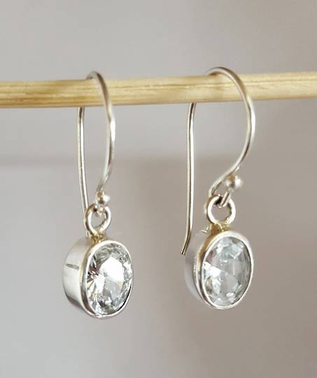 Simple oval cubic zirconia earrings