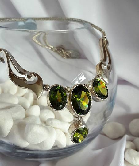 Made in NZ  - Silver peridot necklace