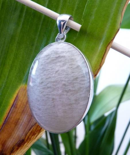 Sterling silver oval moonstone pendant