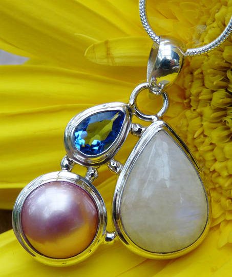 Moonstone, pearl and sapphire pendant - awesome synergy!
