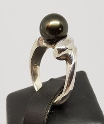 R001-made-in-NZ-black-Tahitian-pearl-ring