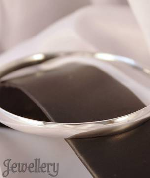 Solid sterling silver bangle
