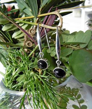 Black shell elegant silver earrings