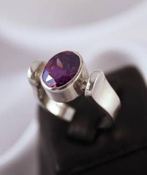 Horseshoe for luck | Silver ring with purple stone