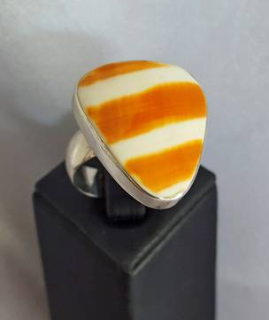 Triangle brown and white striped shell ring