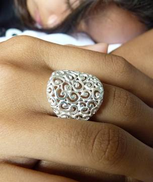Stunning style - silver filigree ring